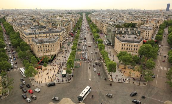 The streets in the centre of Paris · free photo