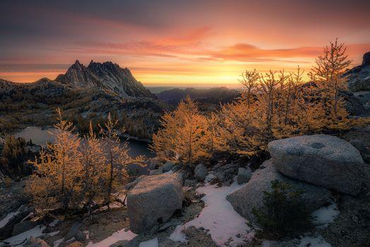 Фото бесплатно The Enchantments, Washington, Alpine Lakes Wilderness, горы, камни, озеро, деревья, закат, снег, природа, пейзаж