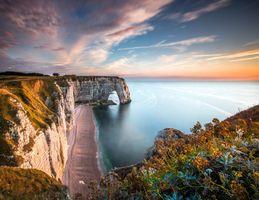 Пляж и морские скалы Нормандии · бесплатное фото