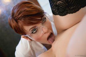 Бесплатные фото сексуальный,Дэниелс,лизать,девушка,куннилингус,лизать письку,половые губы