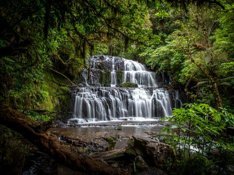 Бесплатные фото водопад,лес,деревья,скалы,природа,пейзаж