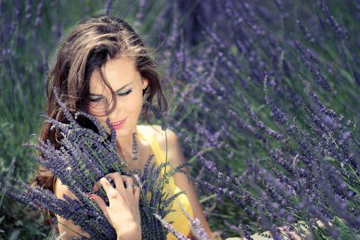 Бесплатные фото девушка,букет,цветы,лаванда