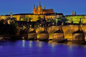 Бесплатные фото Карлов мост,Прага,Чехия,ночь,иллюминация,ночной город