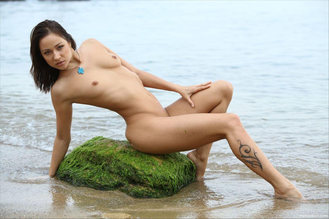 nude-girl-tuna
