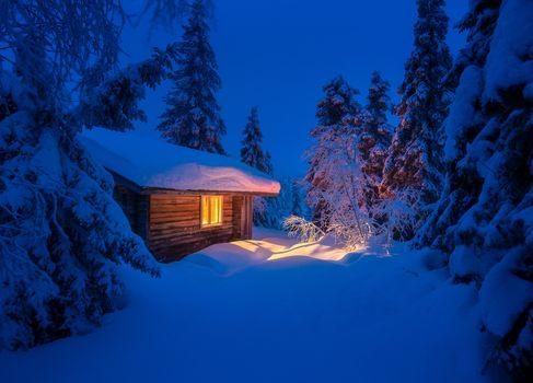 Жила зима в избушке · бесплатное фото