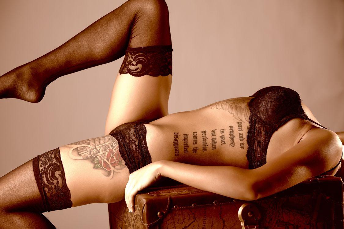 Фото бесплатно девушка, тело, нижнее бельё, тату, модель, девушки