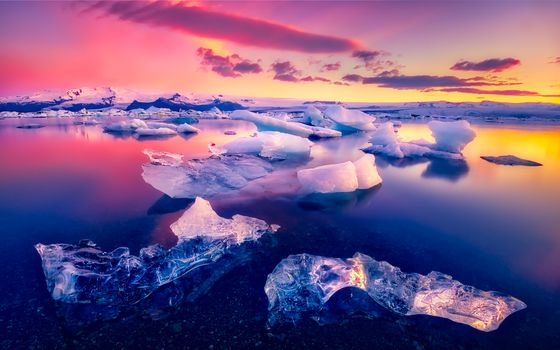 The glacial lagoon in Iceland · free photo