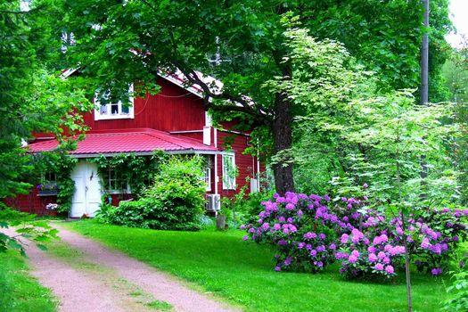 Загородный дом и дивный сад · бесплатное фото