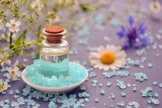 Бесплатные фото косметическое масло,эфирное масло,спа,косметология,морская соль,кристаллы,цветы,лепестки,альтернативный,натуральный продукт,массаж,красоту