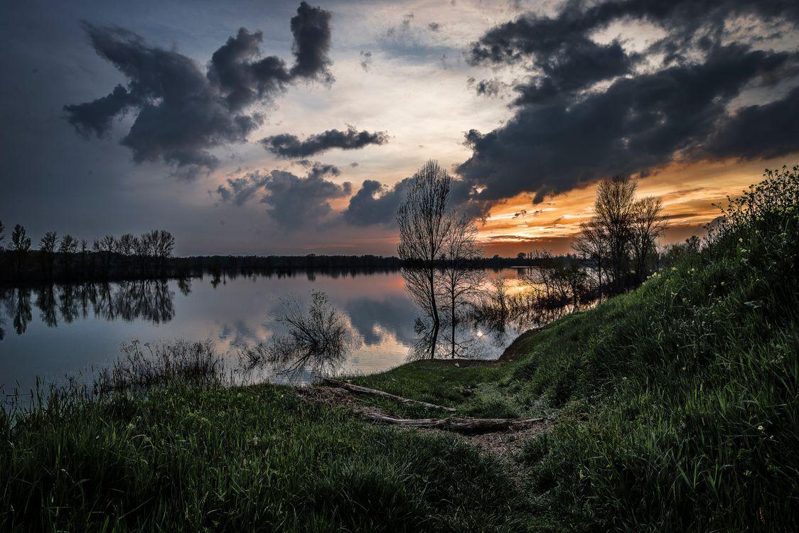 Фото бесплатно закат, озеро, отражение, небо, облака, деревья, берег, природа, пейзаж, пейзажи