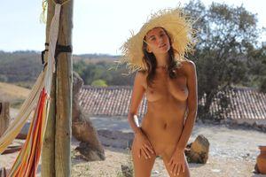 Бесплатные фото Катя Кловер,манго,карамель,с,брюнетка,на открытом воздухе,шляпа