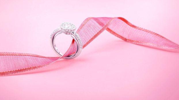 Бесплатные фото праздник,кольцо,лента,украшение,свадьба,драгоценность,обручальное,розовый цвет