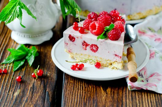 Photo free cake, cream, raspberry