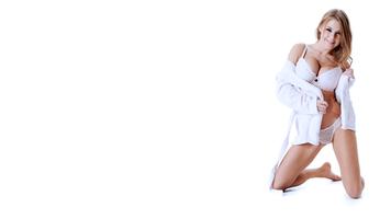 Бесплатные фото сексуальная,трусы,8К,женское белье,белое женское белье,лифчик,улыбка