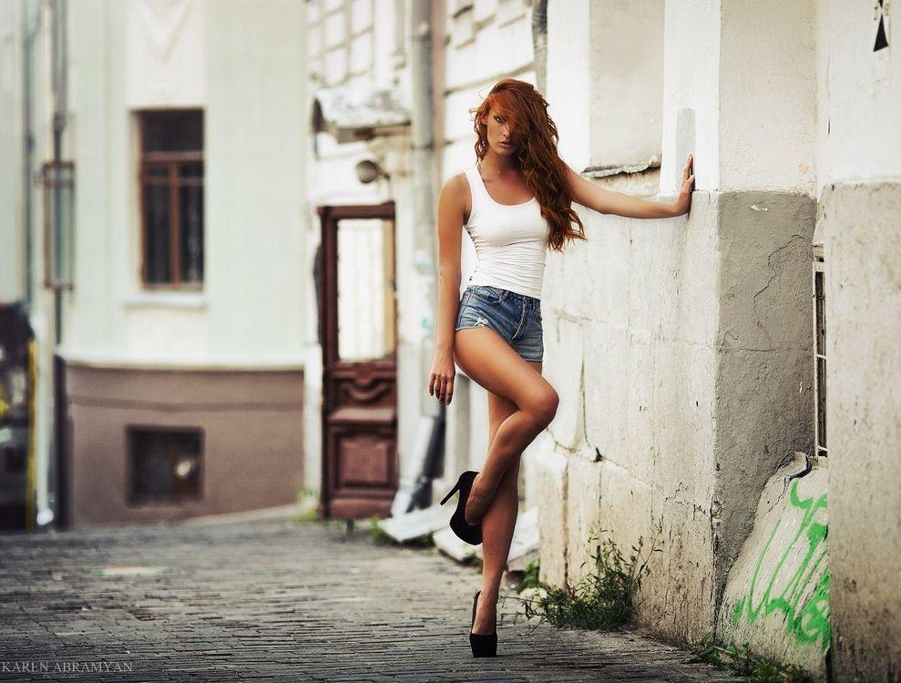 Фото бесплатно старая улица, модель, девушка - на рабочий стол