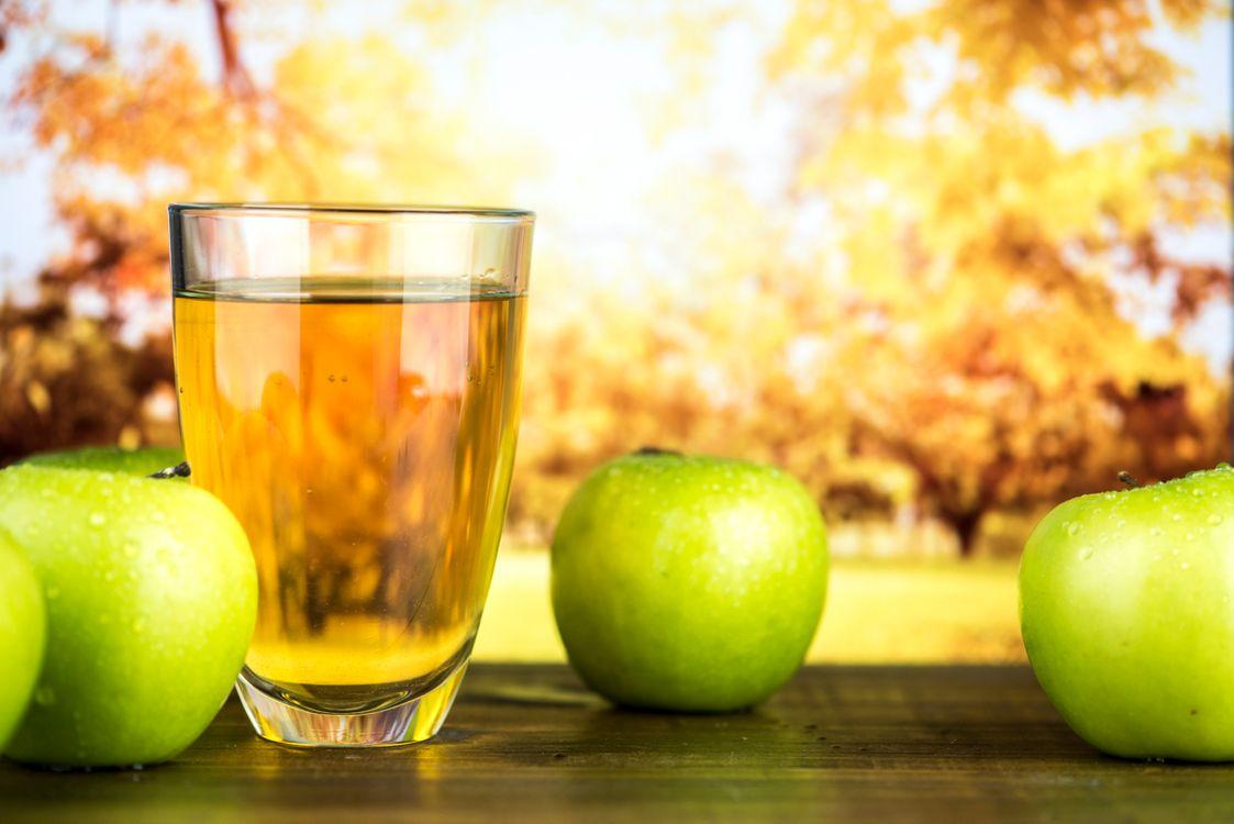 Обои яблоко, яблочный сидр, яблочный сок картинки на телефон