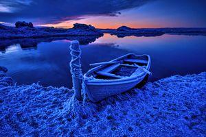 Фото бесплатно Исландия, море, берег, лодка, закат, сумерки, холод, иней, пейзаж