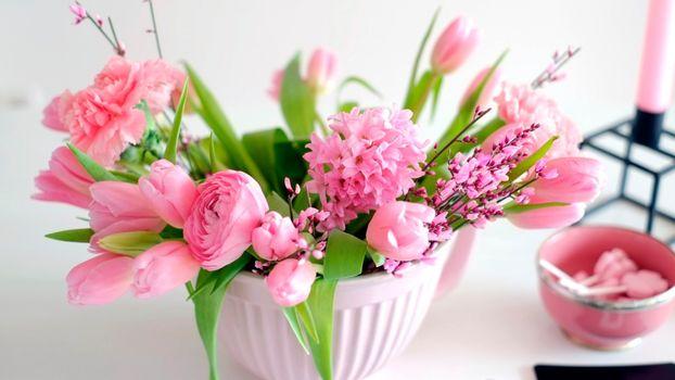 Бесплатные фото тюльпаны,розовые,азиатский лютик,букет
