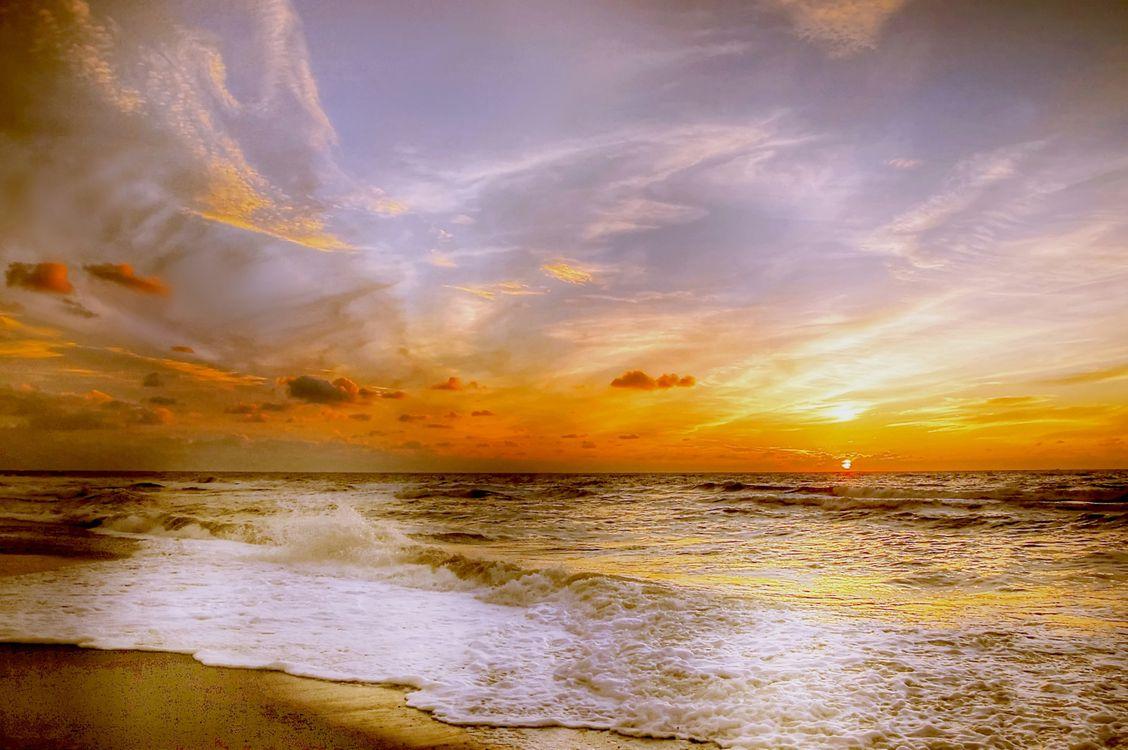 Закат на берегу океана · бесплатное фото