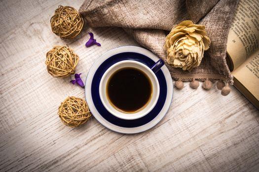 Photo free coffee, flowers, book