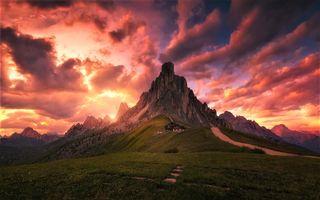 Заставки красное небо, горы, поле