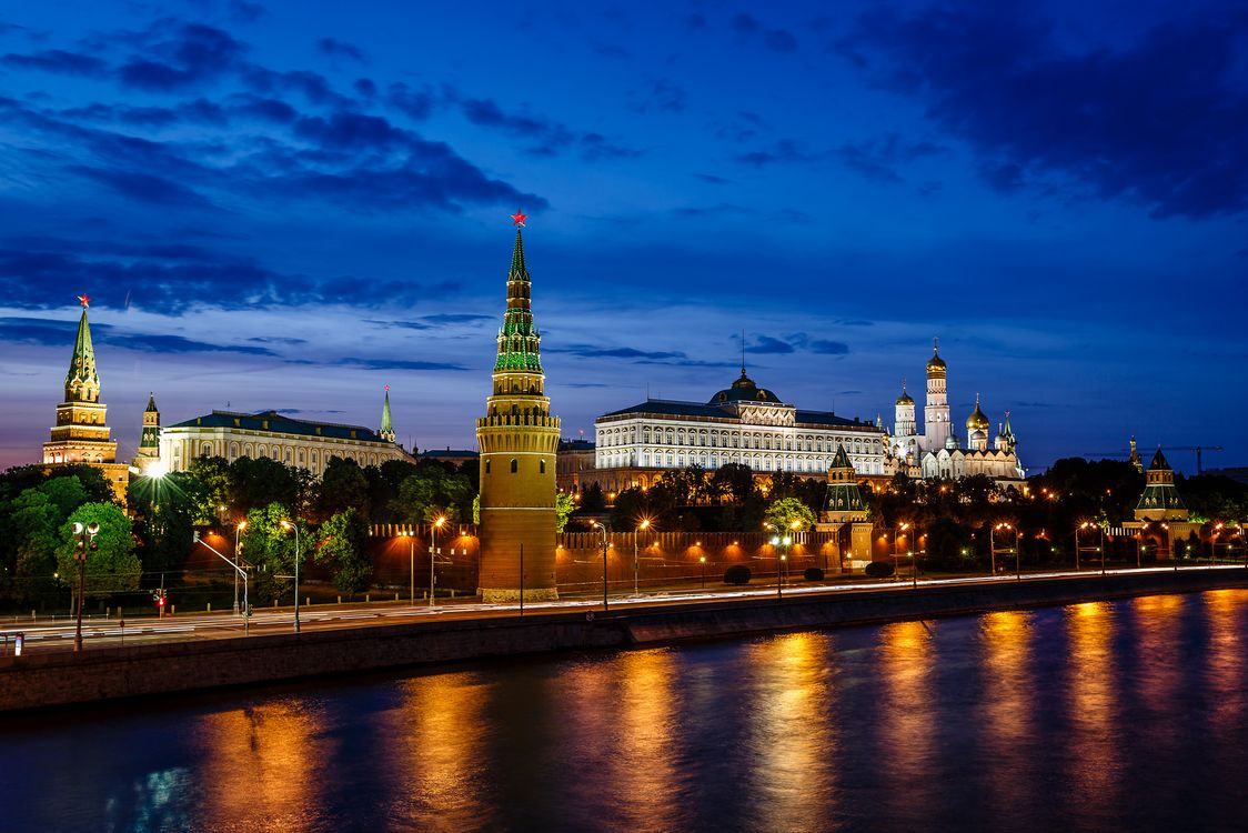 Free photo Moscow Kremlin and Moscow River Illuminated in the Evening, Russia, Moscow - to desktop