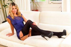 Фото бесплатно Обувь, Danni B Blonde девушки диванов Ноги чулки, девушки
