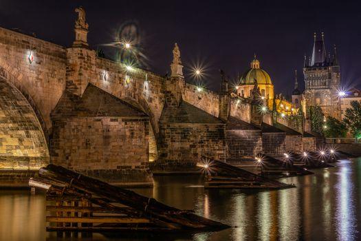 Бесплатные фото Прага,Чехия,Prague,Czech Republic Карлов мост,Река Влтава,город,мосты,иллюминация,ночь,ночные города