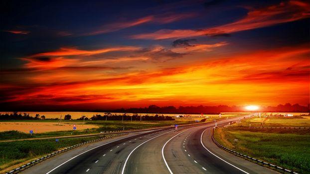 Фото бесплатно трасса, закат, солнце, небесный пейзаж, облака, цвета, пейзаж, природа, небо, восход