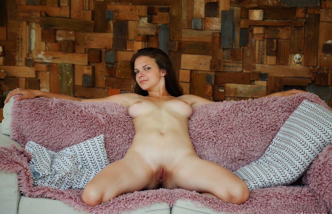 Free photo Ella Green, naked, shaved pussy - to desktop