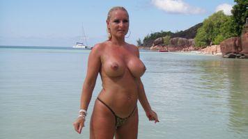 Фото бесплатно Большие сиськи, пляж, мамаша