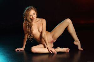Бесплатные фото Andrea Sixth,красотка,голая,голая девушка,обнаженная девушка,позы,поза