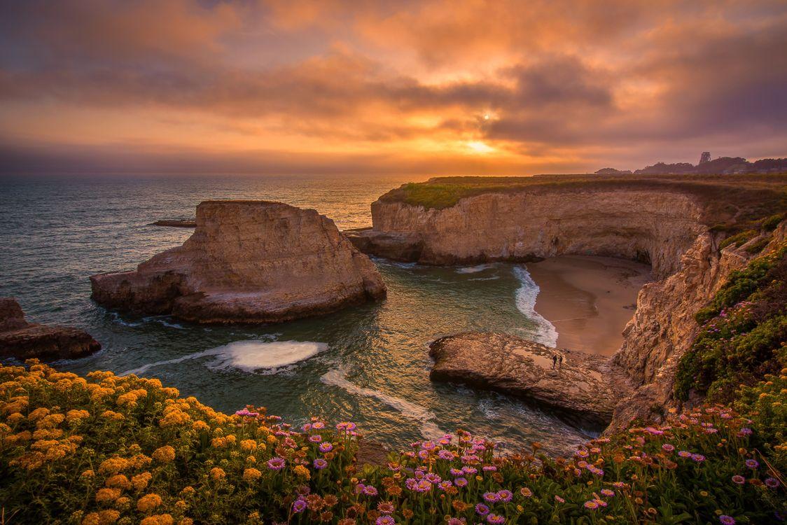 Скалистый берег в Санта Круз · бесплатное фото