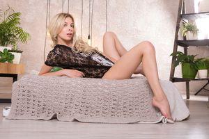 Бесплатные фото Eva Tali,в прозрачной сорочке,красотка,голая,голая девушка,обнаженная девушка,позы