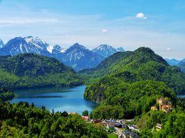 Бесплатные фото Hohenschwangau Castle,Замок Хоэншвангау,Германия,горы,озеро,деревья,дома