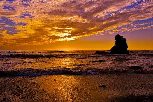 Каменистый пляж на море