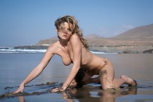 Фото бесплатно голая, позирует, Nikky Case