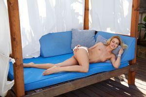 Фото бесплатно сексуальная, голая девушка, Cherry Kiss