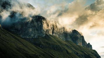 Гора в тумане · бесплатное фото