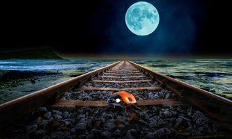 Бесплатные фото ночь,море,луна,железная дорога,божья коровка,art