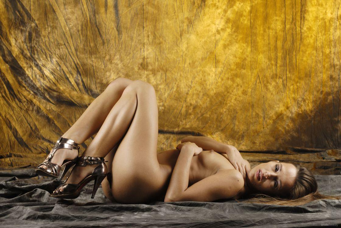 Толстыми нигерские эротика фотомодели доминика