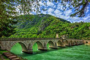Бесплатные фото Дрина,Сербия,Босния,мост,горы,река,деревья
