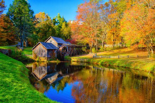Фото бесплатно Mabry Mill, Blue Ridge Parkway mp 176, Virginia, осень, речка, водяная мельница, деревья, краски осени, осенние краски, пейзаж