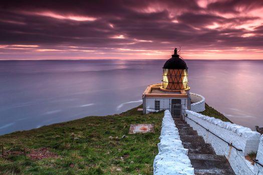 Маяк и вечернее море · бесплатное фото