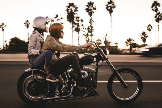 Бесплатные фото мальчик и девочка,пара,пальма,харлей,мотоцикл