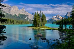 Photo free Island spirit, Maligne Lake, Jasper national Park