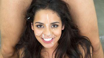 Бесплатные фото лицо,симпатичная,улыбающиаяся,сперма на лице,сперма,красивая,горячая