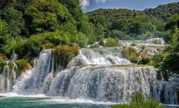 Заставки Водопады Крка,Хорватия,река,деревья,лес,водопад,природа,пейзаж