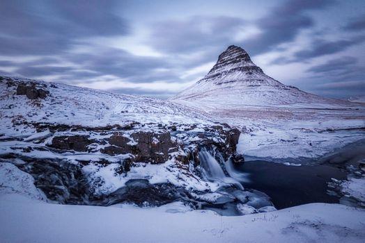 Бесплатные фото Kirkjufellsfoss,Гора Киркьюфетль,Исландия,Грюндарфьёрдюр фьорд,полуостров,Снайфедльснес,гора,река,водопад,зима,природа пейзаж