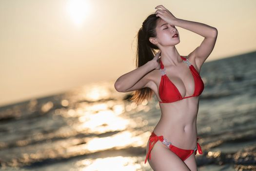 Бесплатные фото сексуальная,девушка,азиатка,милый,сладкий,бикини,море,купальник,красный купальник
